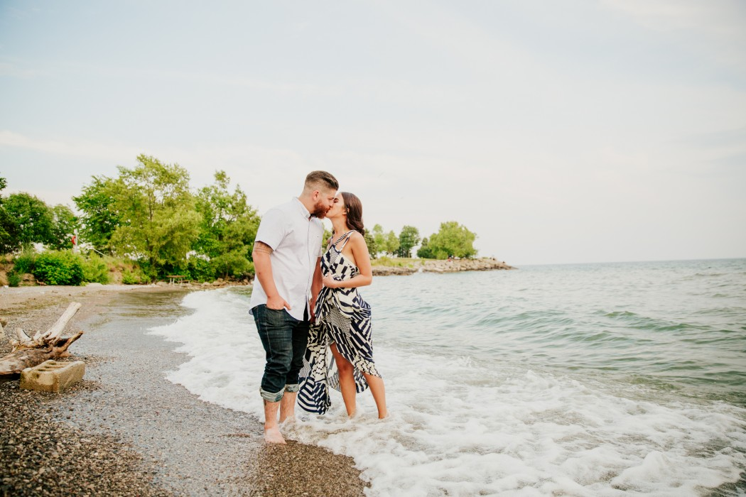 natural outdoor engagement photographer toronto