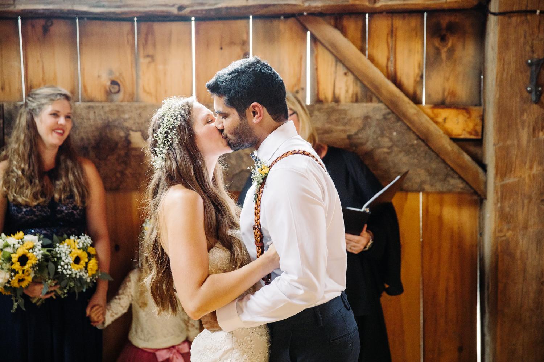 barn wedding at stoneacre farms
