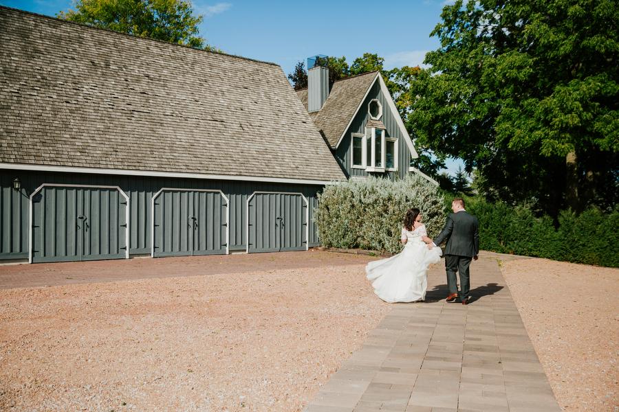 barn wedding toronto photographer magnolia studios