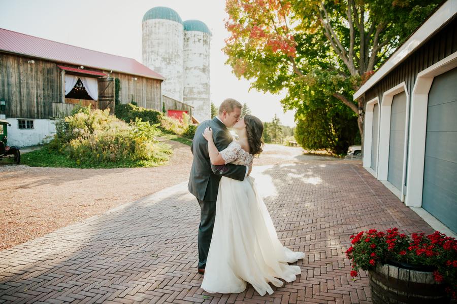 stylish country barn wedding toronto