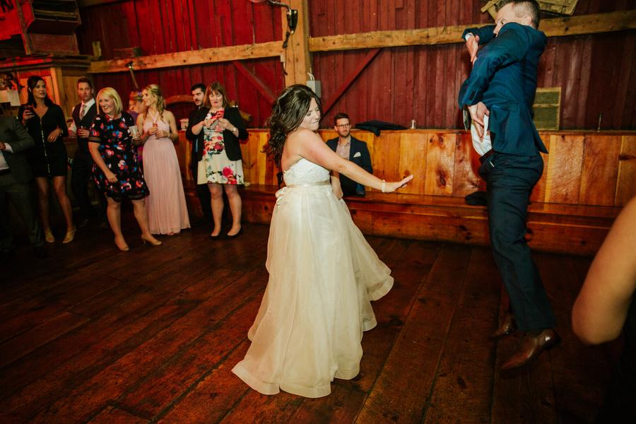 magnolia studios country barn wedding photography